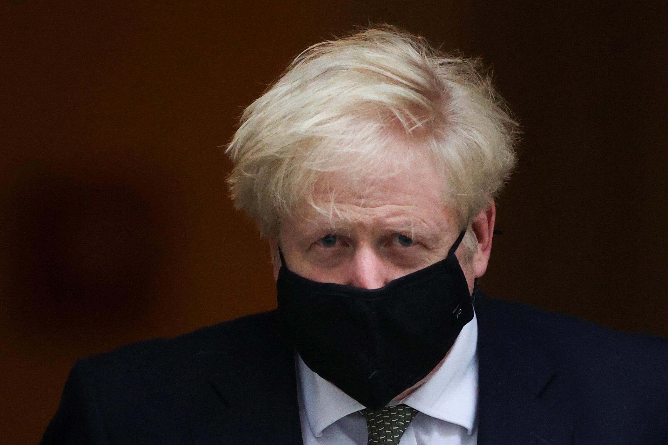O primeiro-ministro britânico, Boris Johnson, pouco antes de anunciar as novas medidas restritivas para conter a epidemia de Covid-19