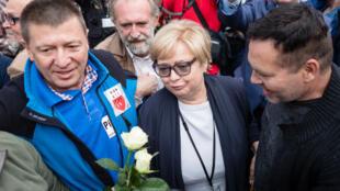 Bà chánh án Tòa Án Tối Cao Ba Lan Malgorzata Gersdorf được những người ủng hộ đón chào khi tới cơ quan làm việc ngày 04/07/2018.