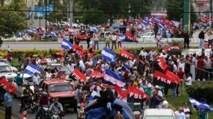 پس از گذشت سه ماه از سرکوب شدید تظاهر کنندگان در نیکاراگوئه که به کشته و زخمی شدن صدها تن انجامید، فشارهای دیپلماتیک بر رئیس جمهوری این کشور، دانیل اورتگا، افزایش یافته و جامعه جهانی خواستار توقف سرکوب تظاهرکنندگان شده است.