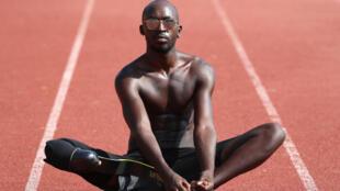 L'athlète handi Jean-Baptiste Alaize, qui a représenté la France aux Jeux paralympiques de Rio, s'entraîne à Antibes, le 24 août 2020