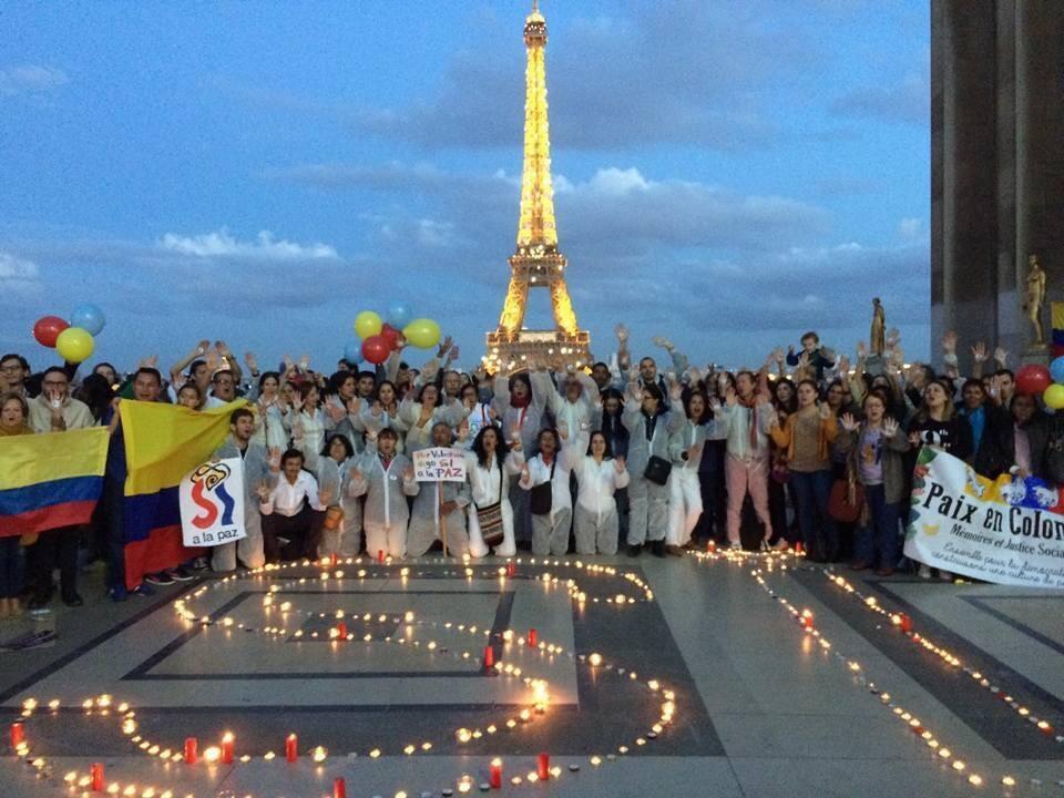«Да» мирному соглашению в Колумбии. Акция на паперти Прав человека в Париже. 25 сентября 2016