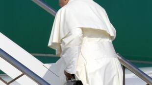 Papa Francisco embarcou na manhã desta segunda-feira, 22 de julho de 2013