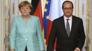 Angela Merkel na François Hollande wamekutana katika Ikulu ya Elysée katika mkutano kuhusu mdororo wa kiuchumi Ugiriki, Julai 6 mwaka 2015.