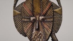 Reporduccion en relieve de un objeto de Picasso. Museo Quai Branly, 2017.