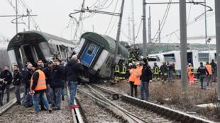 На месте аварии в пригороде Милана продолжаются спасательные работы