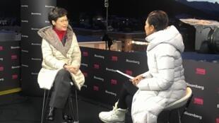 林郑月娥接受彭博的访问。