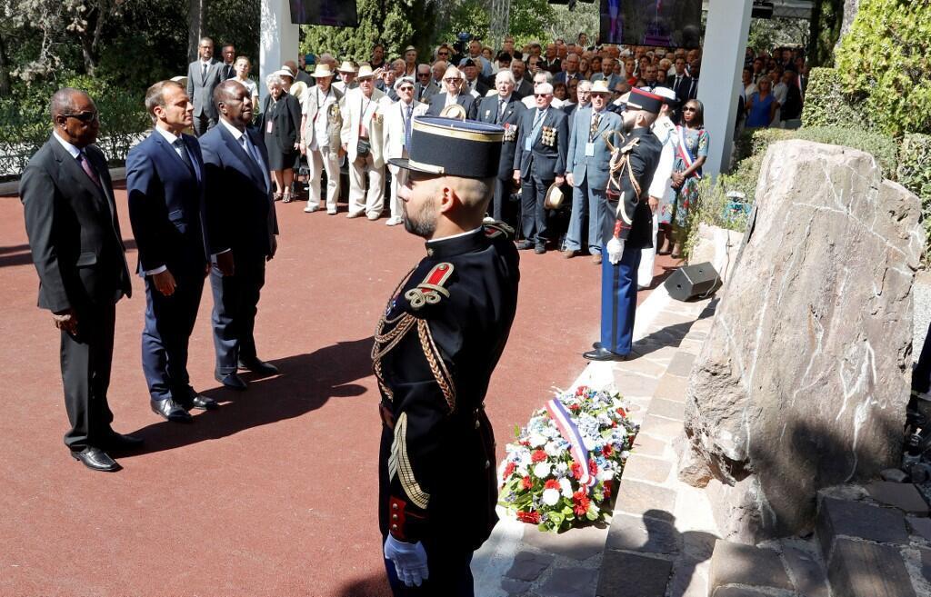 امانوئل ماکرون امروز ١۵ اوت در هفتاد و پنجمین سالگرد پیاده کردن نیروهای افریقائی ارتش فرانسه در جنوب این کشور برای رویاروئی با نیروهای آلمان نازی، در مراسم ویژه بزرگداشت یاد قربانیان این واقعۀ پُراهمیت شرکت کرد.