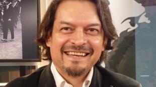 Jorge Luis Serrano en los estudios de RFI