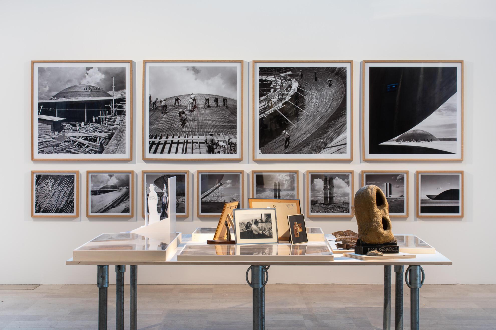 """Exposição sobre """"Arquitetura Nova"""" na Collégiale-Saint-Pierre-le-Puellier na Bienal de Orléans."""
