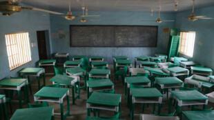 Vista de un aula desierta en la escuela secundaria de niñas, un día después del secuestro de más de 300 alumnas por hombres armados en Jangebe, una aldea en el estado de Zamfara, al noroeste de Nigeria, el 27 de febrero de 2021