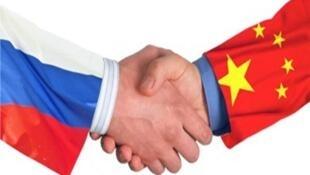 图为网络关于中俄关系图片