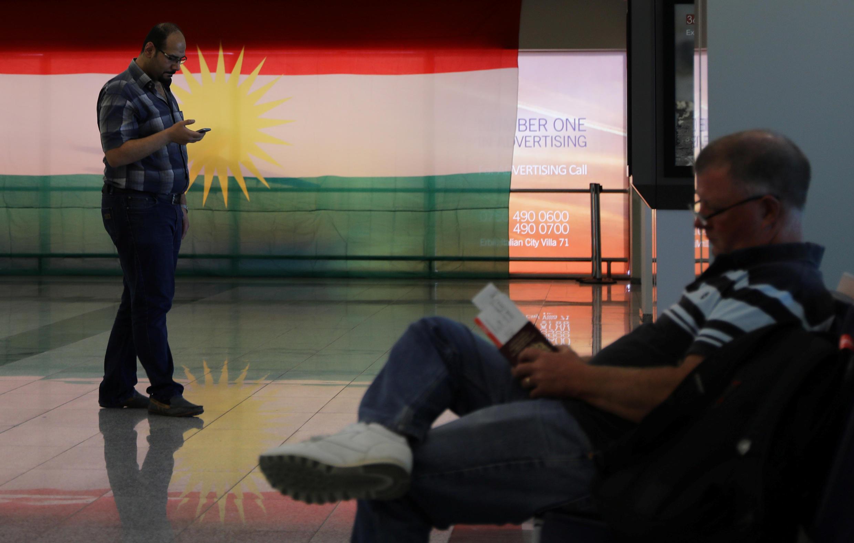 Le drapeau kurde déployé dans l'aéroport international d'Erbil, jeudi 28 septembre 2017.