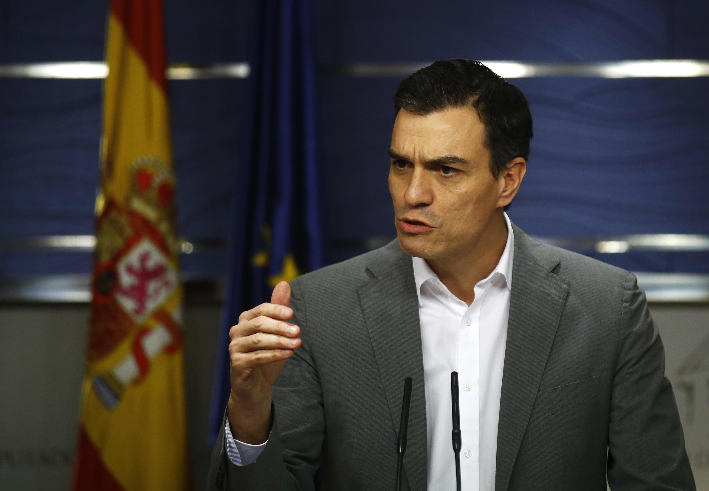 O líder do PSOE, Pedro Sánchez, durante coletiva de imprensa depois de encontrar Pablo Iglesias, de Podemos, Madrid, 5 de fevereiro de 2016.