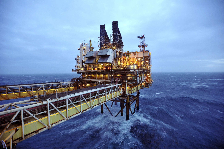 Khai thác dầu khí trên biển. Ảnh minh họa.