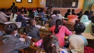 À l'EPP de Nanisana, transformé en centre d'examen ce 1er septembre 2020, 4100 élèves ont planché sur les épreuves du CEPE. Au programme : calcul, problème, SVT, histoire, géographie, français et malagasy.