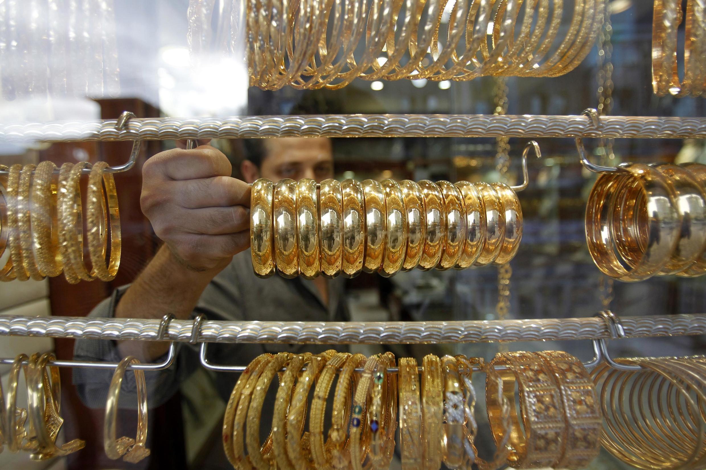 Vòng vàng : đồ trang sức hay còn là phương tiện bảo đảm trị giá ?