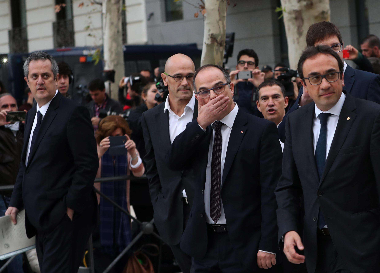 Девять отстраненных каталонских министров явились на допрос в суд Мадрида, 2 ноября 2017 г.