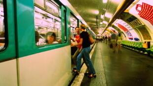Парижское метро теряет на безбилетниках до 170 млн евро в год.