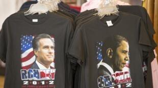 Camisetas con fotos de Mitt Romney y Barack Obama.