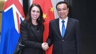 新西蘭總理理阿德恩與中國總理李克強資料圖片