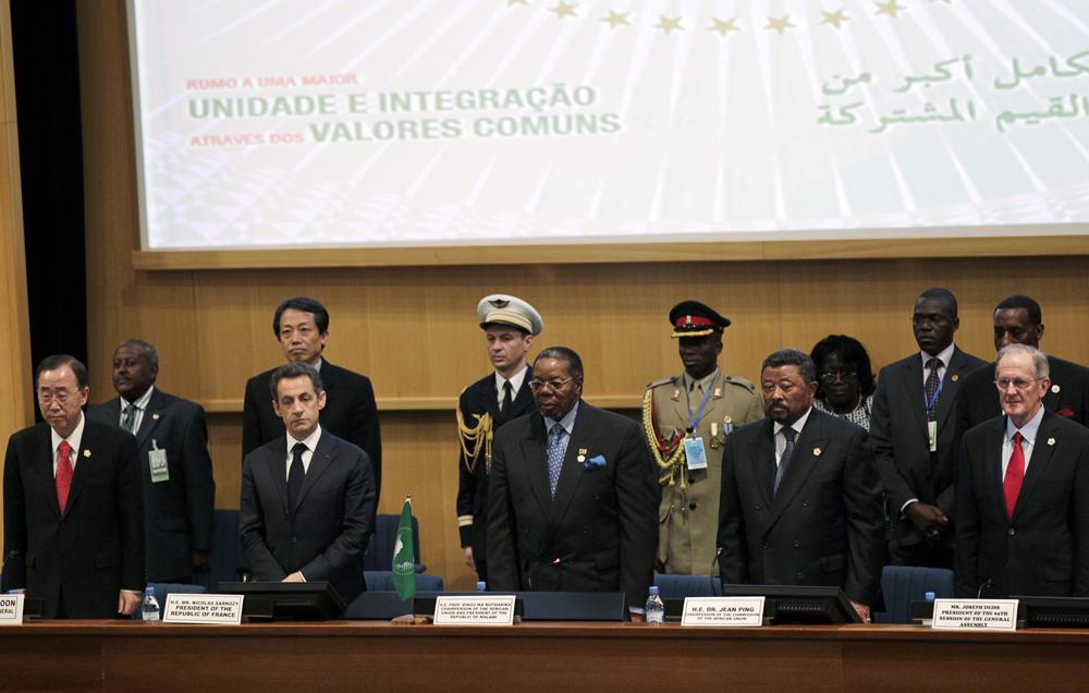 Os líderes africanos e o convidado Nicolas Sarkozy na 16ª Cimeira da UA. 30/01/11