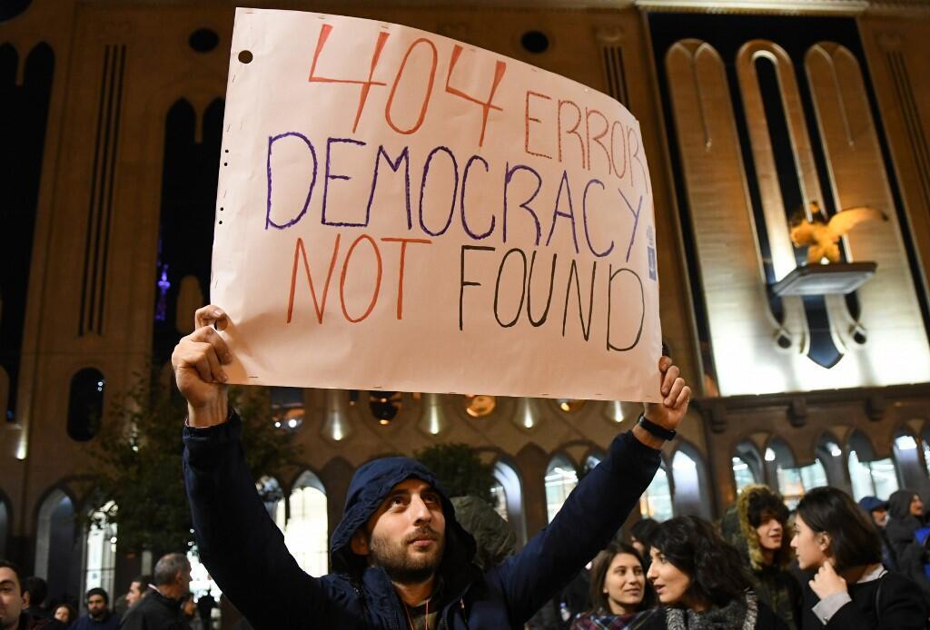Первая спонтанная протестная акция началась сразу же после провала голосования, 14 ноября 2019 г.
