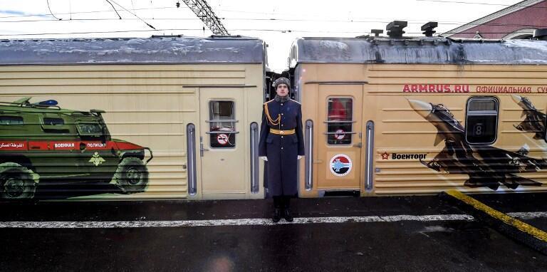 """Поезд с экспозицией трофейного оружия под названием """"Сирийский перелом"""" отправился в поездку по России"""