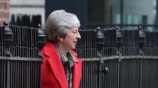 La Première ministre britannique Theresa May quitte le 10 Downing Street, à Londres, le 16 novembre 2018.