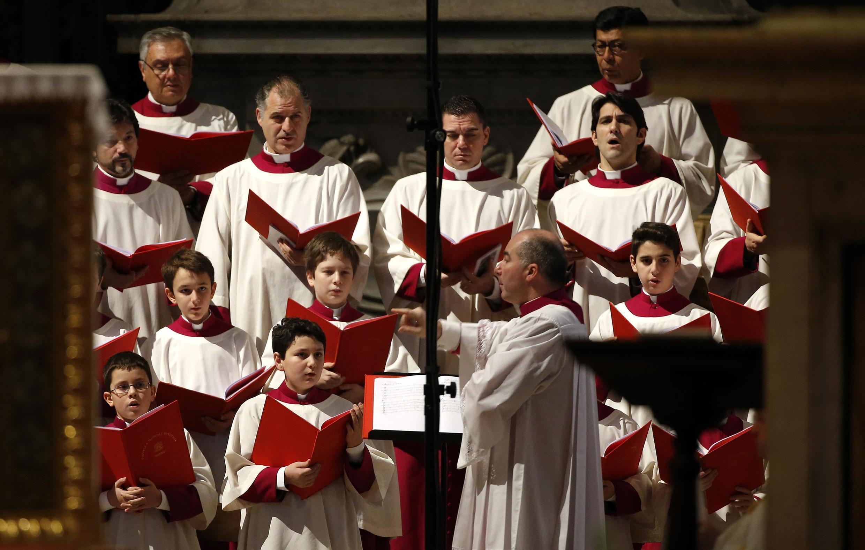 Dàn đồng ca nhà thờ Thánh Phêrô : Vatican chuẩn bị lễ phong thánh cho hai Đức Giáo Hoàng Gioan Phaolô đệ nhị và Gioan 23 - REUTERS