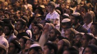 Em torno de 2.000 pessoas reuniram-se nesta segunda-feira (04), em Jerusalém.