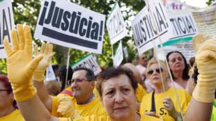 Manifestação exige a verdade sobre roubo de bebês durante a ditadura de Franco na Espanha, em Madri, em 26 de junho de 2018.