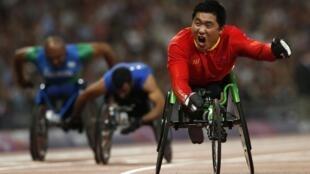 O atleta chinês Huzhao Li durante classificatórias dos 200 metros (T53) dos Jogos Paralímpicos 2012, na última sexta-feira, em Londres.