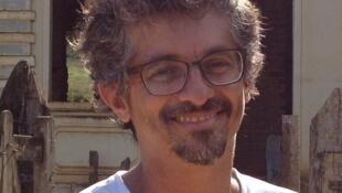 """O diretor Alan Minas, de """"A Família Dionti""""."""