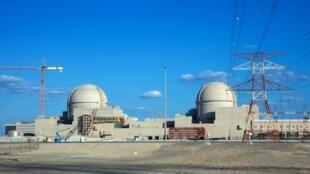 Une vue de la centrale électrique dans la région de Gharbiya à Abu Dhabi sur la côte du golfe à environ 50 kilomètres à l'ouest de Ruwais.