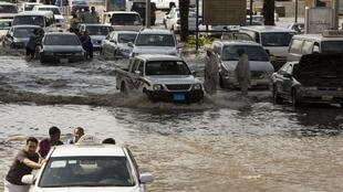 Des pluies torrentielles se sont abattues sur la ville portuaire de Jeddah, le 25 novembre 2009.