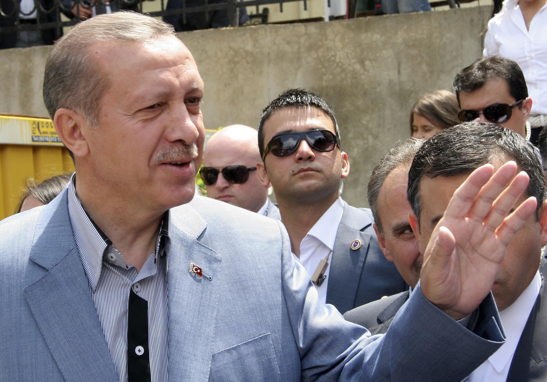 O Primeiro-ministro, Recep Tayyip Erdogan, obtém vitória na Turquia.