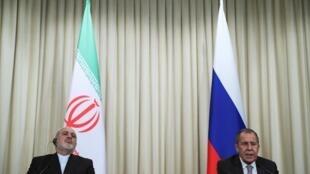 Le ministre des Affaires étrangères iranien, Mohammad Javad Zarif, et son homologue russe, Sergueï Lavrov, lors de leur conférence de presse commune, à Moscou, le 30 décembre 2019.
