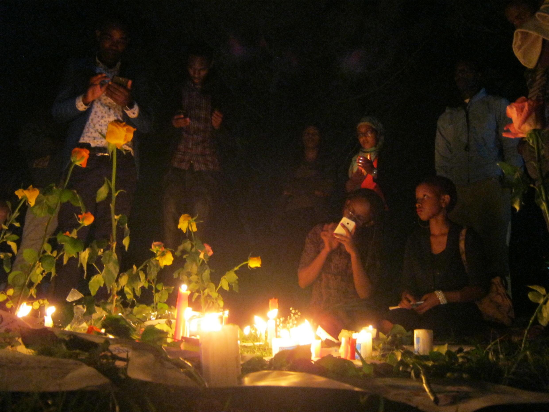 Veillée en hommage des victimes du massacre du campus universitaire de Garissa, dans le parc Uhuru, à Nairobi, le 7 avril 2015.