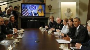 Barack Obama mantuvo un diálogo por videoconferencia con dirigentes europeos sobre cómo enfrentar el ébola.