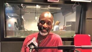 L'écrivain américain Eddy L. Harris en studio à RFI (septembre 2020).