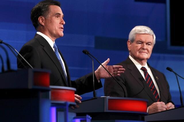 Mitt Romney (trái) và Newt Gingrich