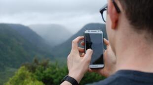 A partir de hoje as operadoras de telefonia da União Europeia não podem mais cobrar taxa pelo roaming nos países do bloco.