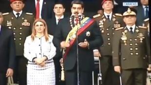 Rais Nicholas  Maduro wakati akiwahotubia wanajeshi wakati mlipuko uliposhuhudiwa Agosti 5 2018