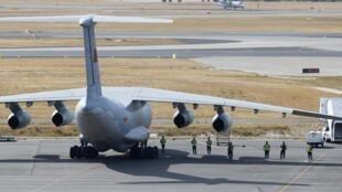 Avião da força aérea chinesa que participa das buscas pelo Boeing 777 da Malaysia Airlines desaparecido desde o dia 8 de março.