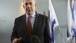 O premiê israelense Benjamin Netanyahu, em foto tirada neste domingo, 10 de novembro, em Tel Aviv