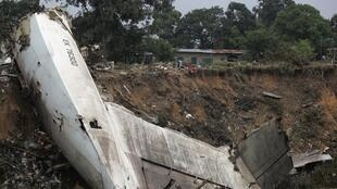 L'épave de l'avion-cargo qui s'est écrasé à Brazzaville, le 30 novembre 2012.