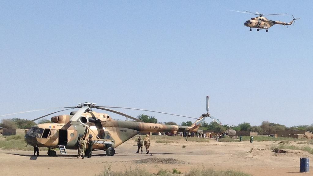 Helikopta ya jeshi la Chad ikitua karibu na mji wa Gamboru, Februari 1 mwaka 2015.
