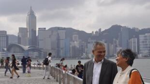 前尼泊爾總理被無理扣留後終於進入香港,可在尖沙咀留影。