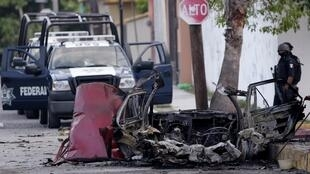 Carro queimado após atentado no México no dia 27 de agosto