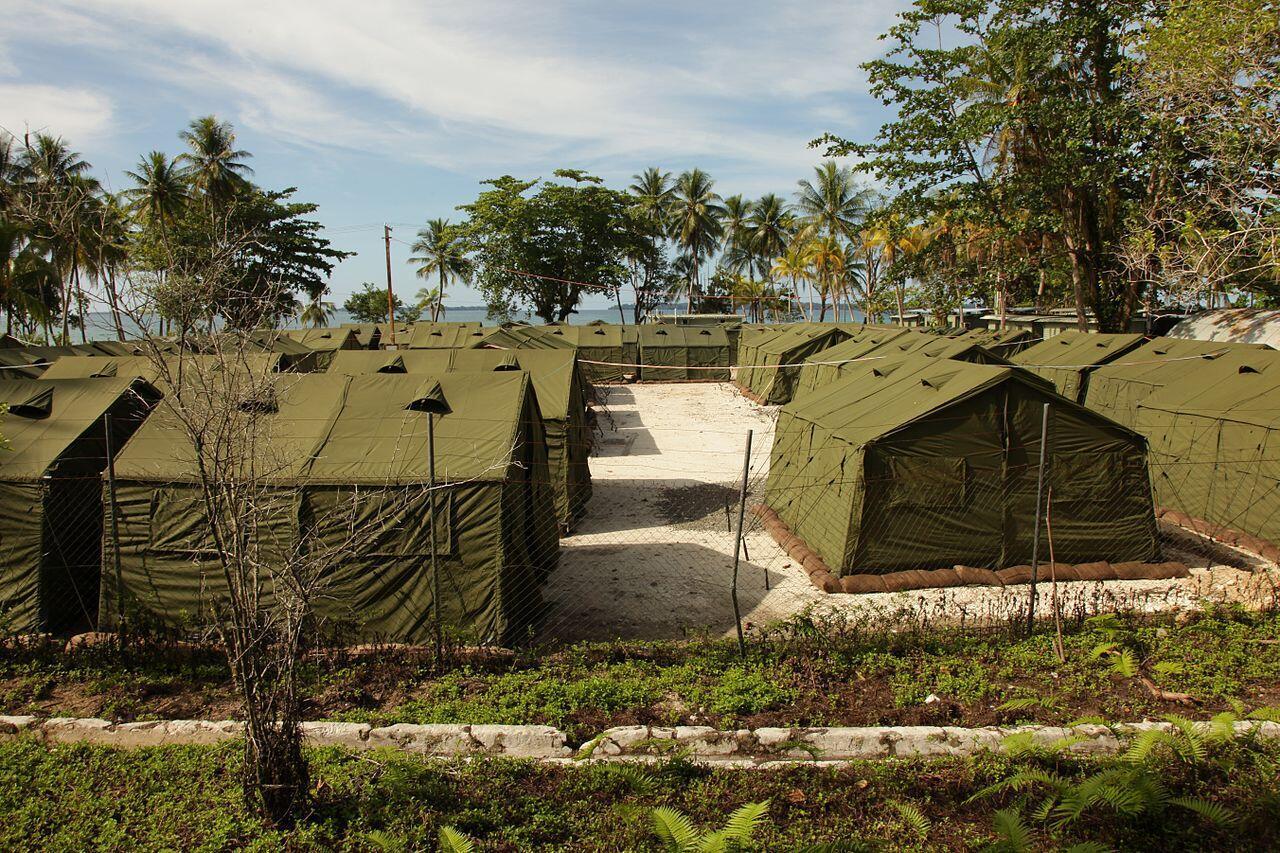 Campamento en la isla de Manus.